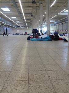 Refugees, die im ehemaligen Baumarkt in Eidelstedt übernachtet haben.